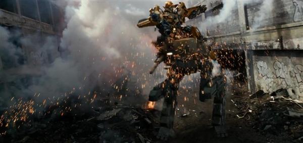 《变形金刚5》正式预告片发布 大黄蜂遭殃了1.jpg