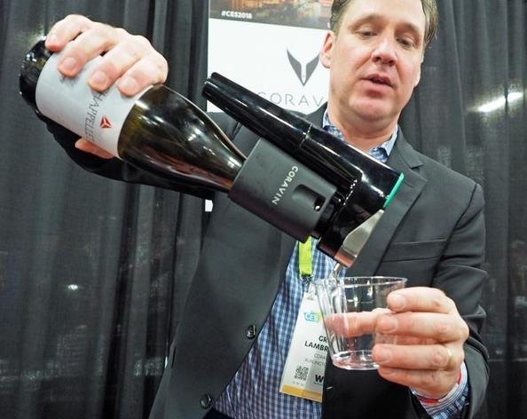喝葡萄酒不用拔出橡木塞 CES解锁喝酒新姿势