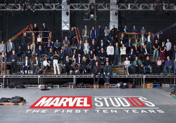 漫威电影宇宙十周年最全大合影来袭:英雄齐聚一堂