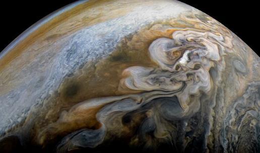 木星南极美图公布 扭曲变幻蓝色漩涡