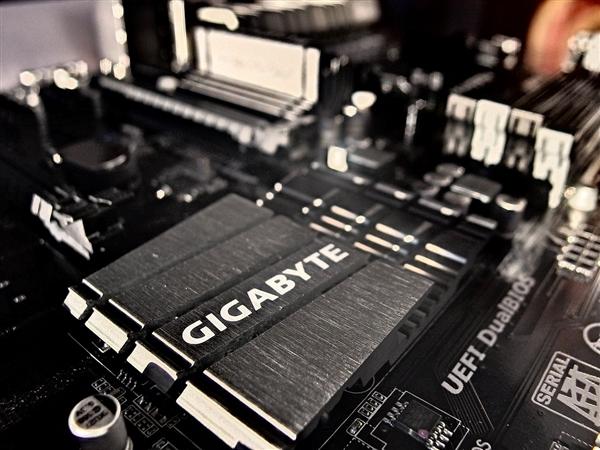 7nm锐龙的新·黄金搭档 B550芯片组也要上PCIe 4.0
