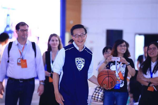 阿里联合创始人蔡崇信正式成为NBA篮网队老板!
