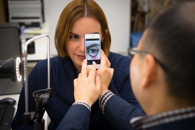 手机App能拍摄眼睑照片并分析是否贫血