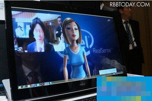 富士通发全球首款3D镜头Win8.1笔记本