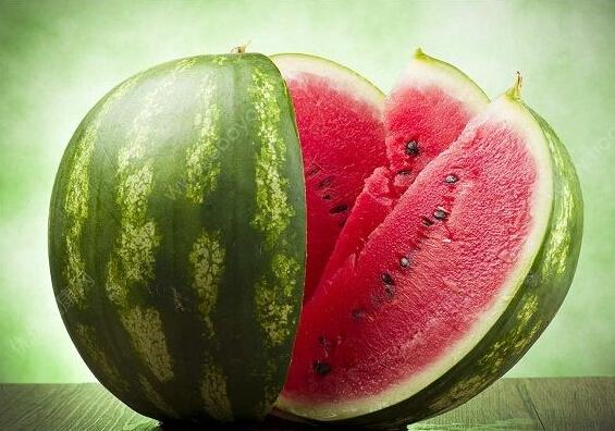 真相:西瓜和桃子一起吃会中毒?