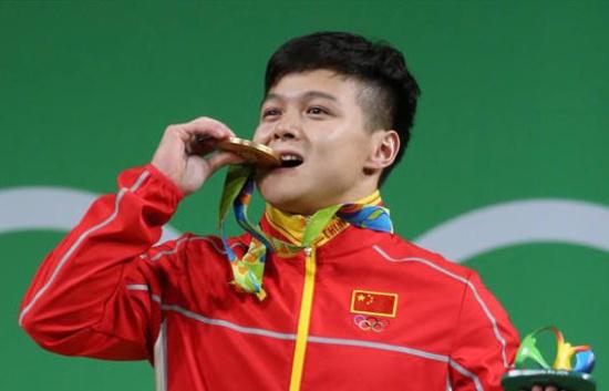 为什么奥运会获胜者要咬奖牌?