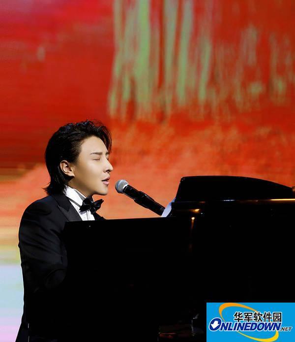 曹轩宾获电视台专题报道 赞其:中国有潜力的音乐家
